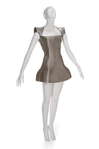 File:2012 04 guinness-auction-mcqueen-silver-minidress.jpg