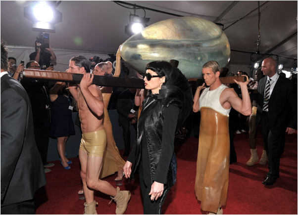 File:Arriving at Grammys 021.png
