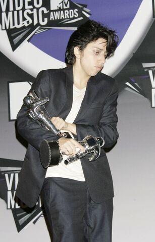 File:VMA 2011 Press room.jpg
