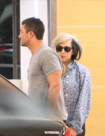 File:2-10-12 Soho House with Taylor Kinney.jpg