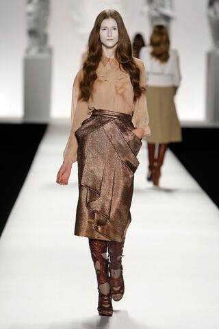 File:Viktor and Rolf Fall Winter 2009 RTW Dress.jpg