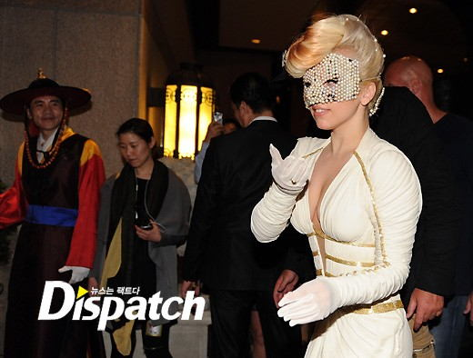 File:4-20-12 Arriving at Hotel in Seoul in Korea 002.jpg
