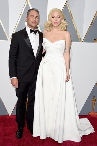 File:2-28-16 Red carpet at The Oscars in LA 004.jpg