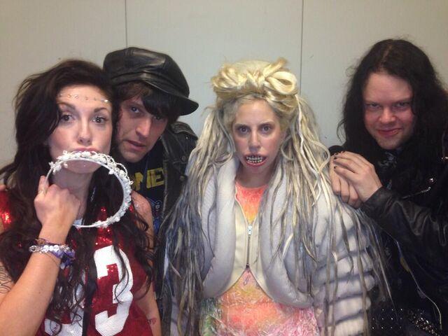 File:3-14-14 At ITunes Festival in Austin Backstage 002.jpeg