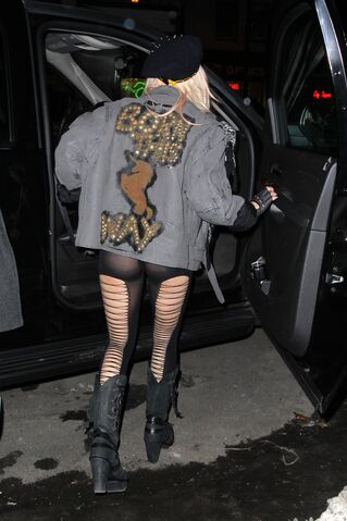 File:2-16-11 Leaving a Recording Studio in NYC.jpg
