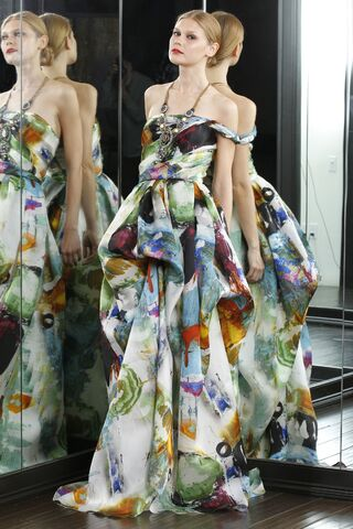 File:Naeem Khan - Resort 2012 Collection.jpg