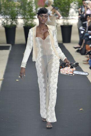 File:On Aura Tout Vu Fall Couture 2009 Jumpsuit.jpg