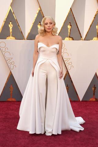 File:2-28-16 Red carpet at The Oscars in LA 001.jpg