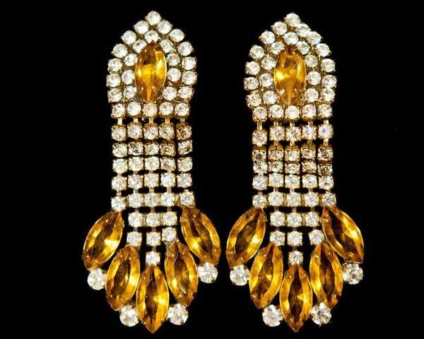 File:House Of Lavande - Vintage earrings.jpg