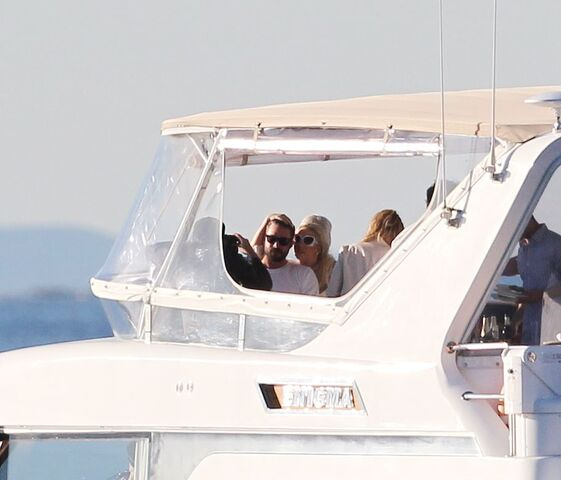 File:6-25-12 On a boat in Sydney 005.jpg