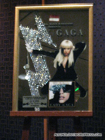 File:8-12-09 Lady Gaga The Fame Platinium plaque.jpg