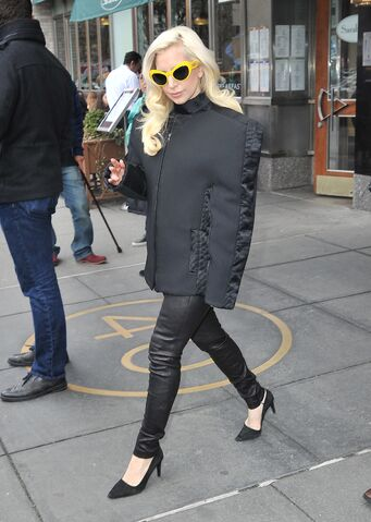 File:3-20-14 Leaving her apartment in NYC 001.jpeg