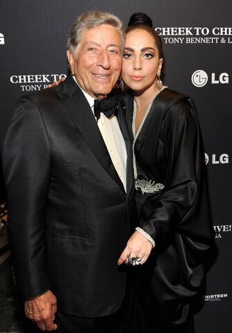 File:7-28-14 At ''Cheek to Cheek Live! - Press Room in NYC 002.jpg