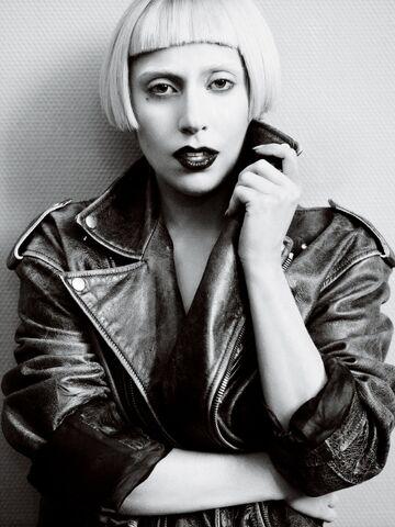 File:Vogue 2011 06.jpg