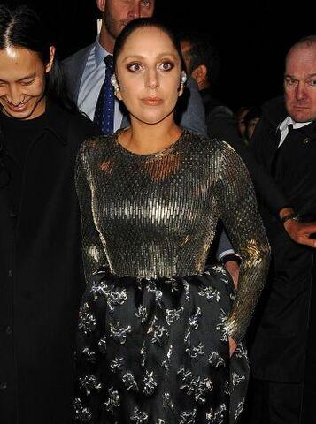 File:3-6-15 Leaving Balenciaga Fashion Show 002.jpg