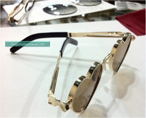 File:Gaga-judas-sunglasses-after-493x400.jpg