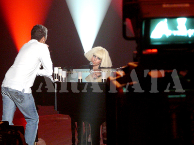 File:17 0 10 septiembre Ensayando para su actuación en Taratata.jpg