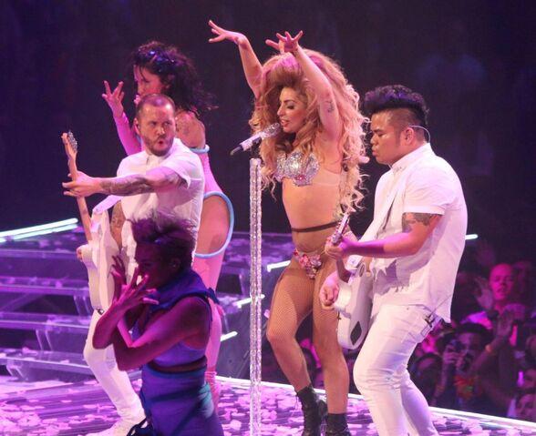File:5-4-14 Cake Like Lady Gaga - artRAVE The ARTPOP Ball Tour 001.jpg