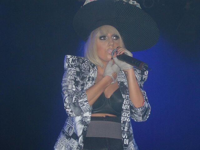 File:6-19-09 The Fame Ball Tour at Kool Haus in Toronto 004.JPG