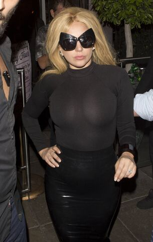 File:LEAVING PUMP RESTAURANT IN WEST HOLLYWOOD, CA (APR. 17) (4).jpg