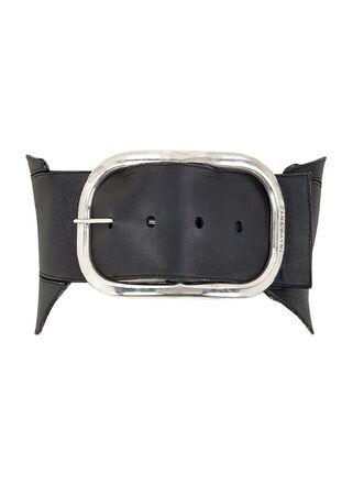 File:Zana Bayne - Oversized buckle belt.jpg