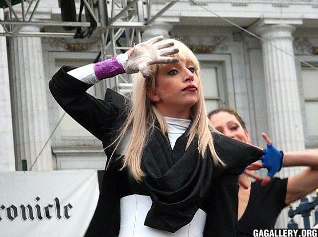 File:6-29-08 Performance at SF Pride Festival 003.jpg