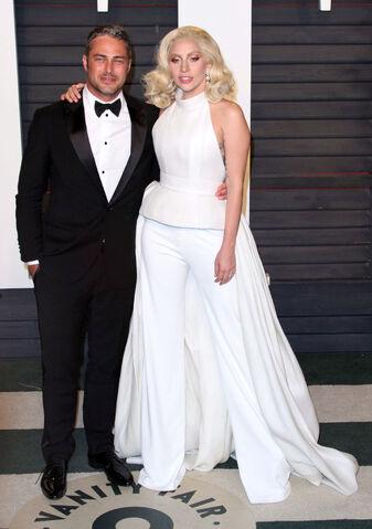File:2-28-16 Vanity Fair Oscar Afterparty in LA 004.jpg