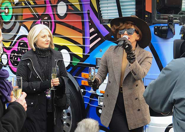 File:Cynthia And Gaga0007.jpg