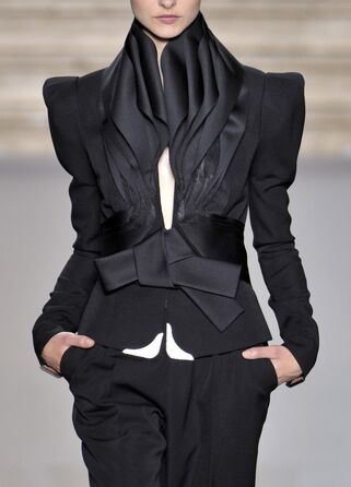 File:Stéphane Rolland - Fall 2009 Collection 002.jpg