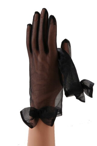 File:Gaspar Gloves - 1509 Wedding gloves.jpg