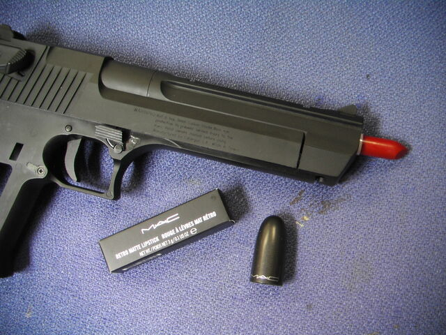 File:Lipstick Gun (Tom Talmon) Gagapedia Exclusive.JPG