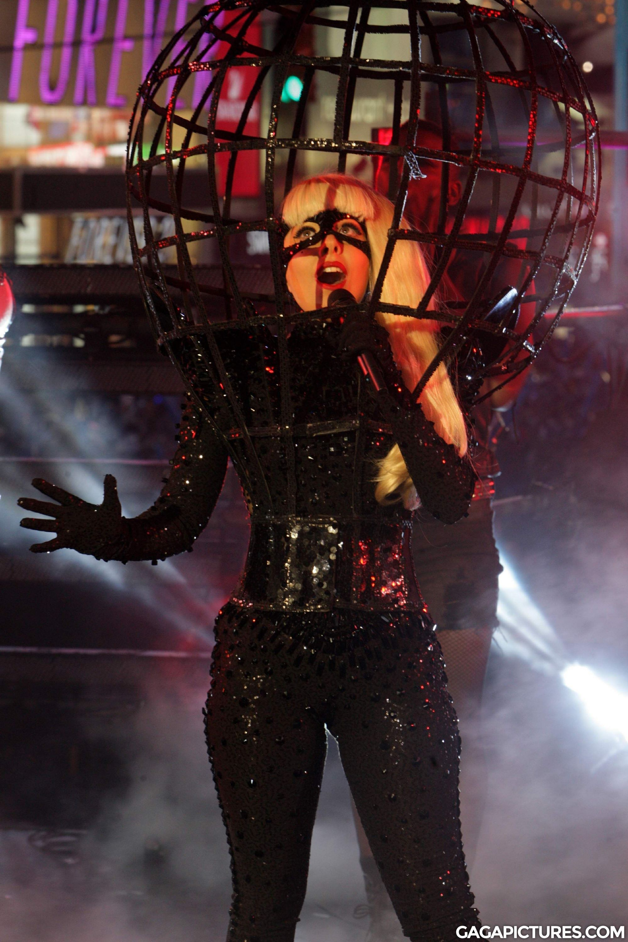 File:12-31-11 Times Square Performance 2.jpg