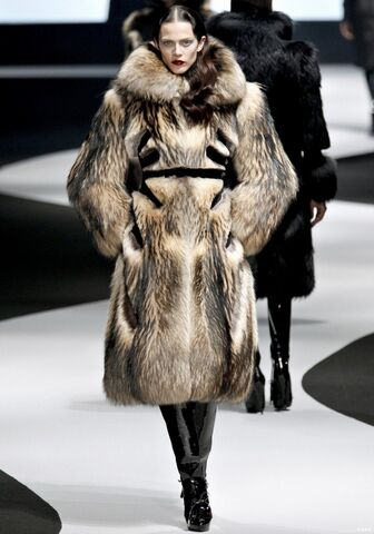 File:Viktor & Rolf Fall Winter 2012 oversized fur coat with black wool inserts.jpg