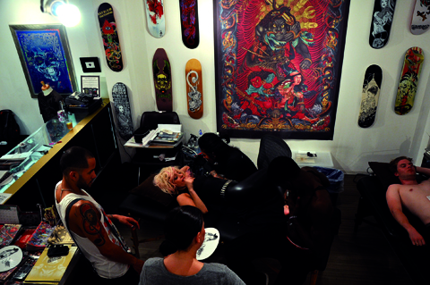 File:08-06-09 Three Tides Tattoo 895.jpg
