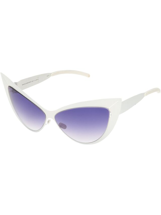 File:Mykita by Beth Ditto - Beth in white.jpg