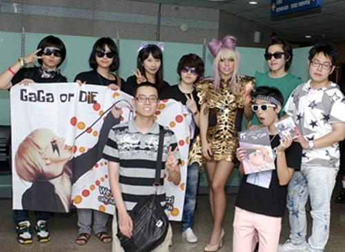 File:8-10-09 Backstage Lie Sang Bong.jpg