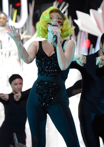 File:8-25-13 VMA Performance 005.jpg
