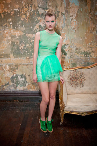 File:Simone Rocha - Spring-Summer 2012 RTW Collection 002.jpg