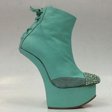 File:Lady-Gaga-Mint-leather-Heeless-Ankle-boots.jpg