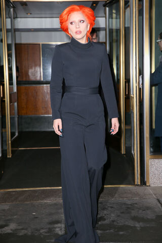 File:2-16-16 Leaving her apartment in NYC 001.jpg