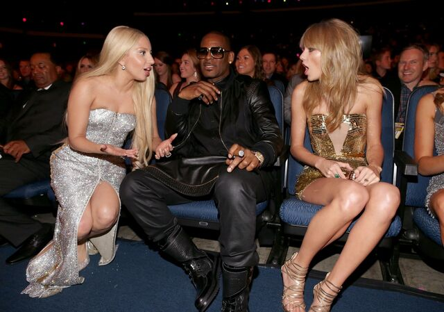 File:Ladygaga-ama2013-audience-003.jpg