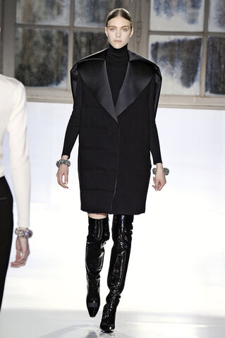 File:Balenciaga - Autumn-Winter 2014.jpg