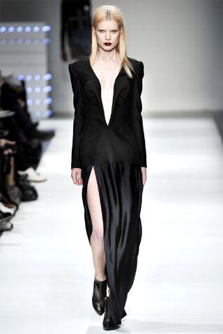 File:Hussein Chalayan Fall 2009 Dress.jpg
