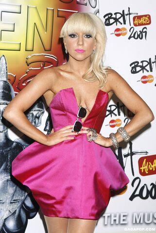 File:2-18-09 Press room at Brit Awards in London 002.jpg