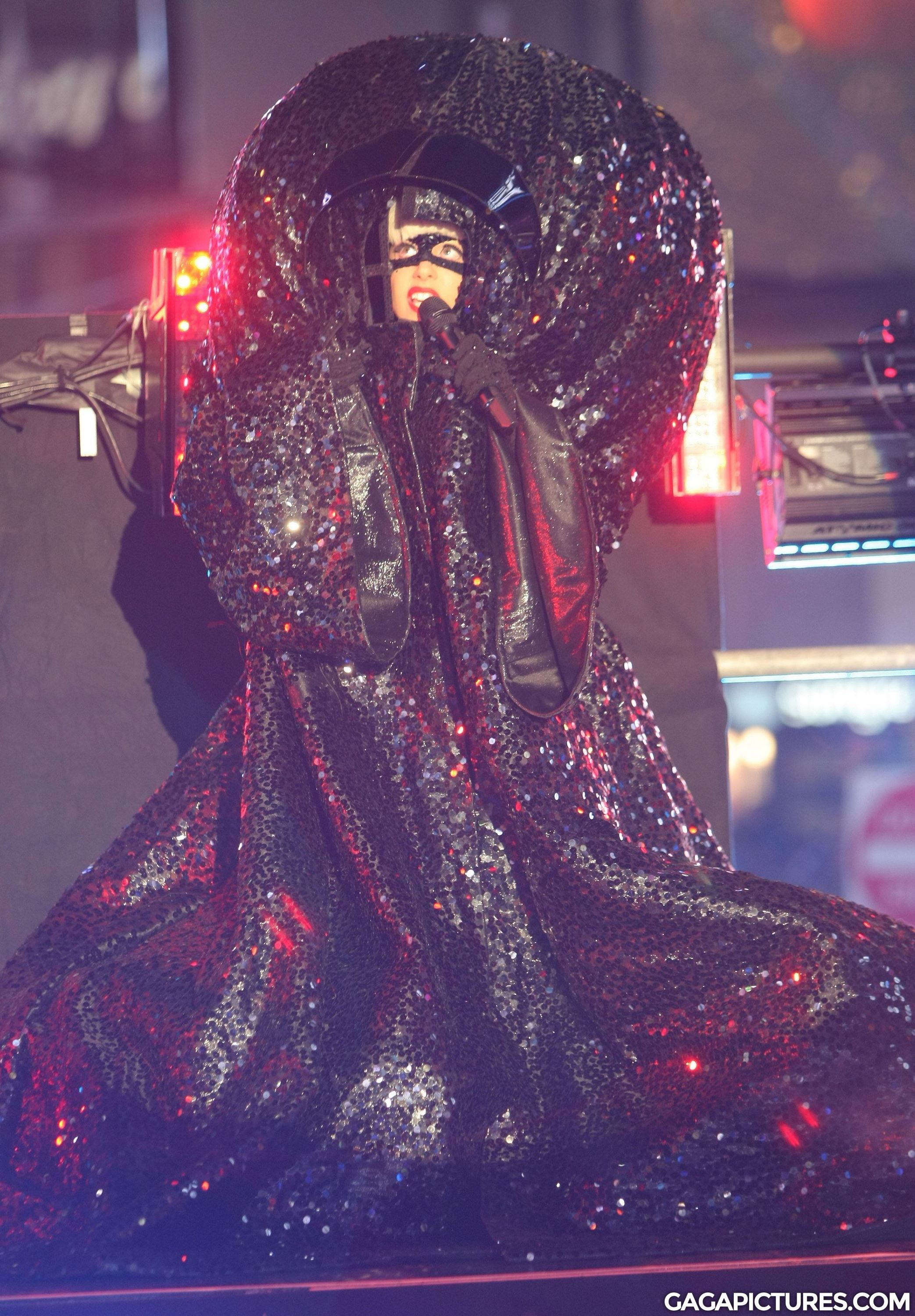 File:12-31-11 Times Square Performance 1.jpg