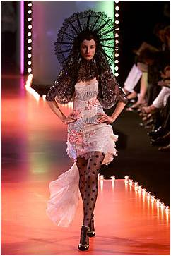 File:Christian Lacroix Fall 2001 Couture Veil.jpg