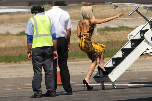 File:8-13-11 Boarding the plane 001.jpg