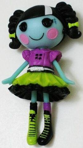 File:Scraps stitched n sewn lalaloopsy.JPG