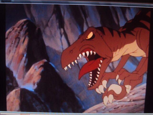 File:A Velociraptor is snarling loud.JPG