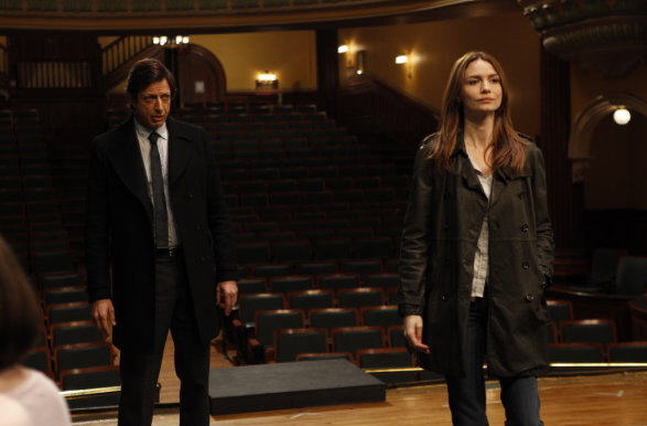 File:Delicate law & order CI jeff goldblum saffron burrows 2.jpg
